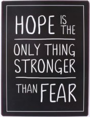 Tekstbord: Hope is the only thing stronger than fear EM6517