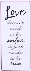 Tekstbord: Love doesn't need to be perfect EM6485