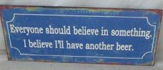 Tekstbord: Everyone should believe in... EM210
