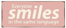 Tekstbord: Everyone smiles is the same.. EM3788