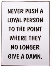Tekstbord: Never push a loyal person to... EM5253